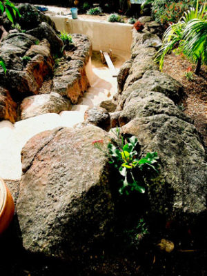 handmade-boulders-combined-to-make-a-pool-edging